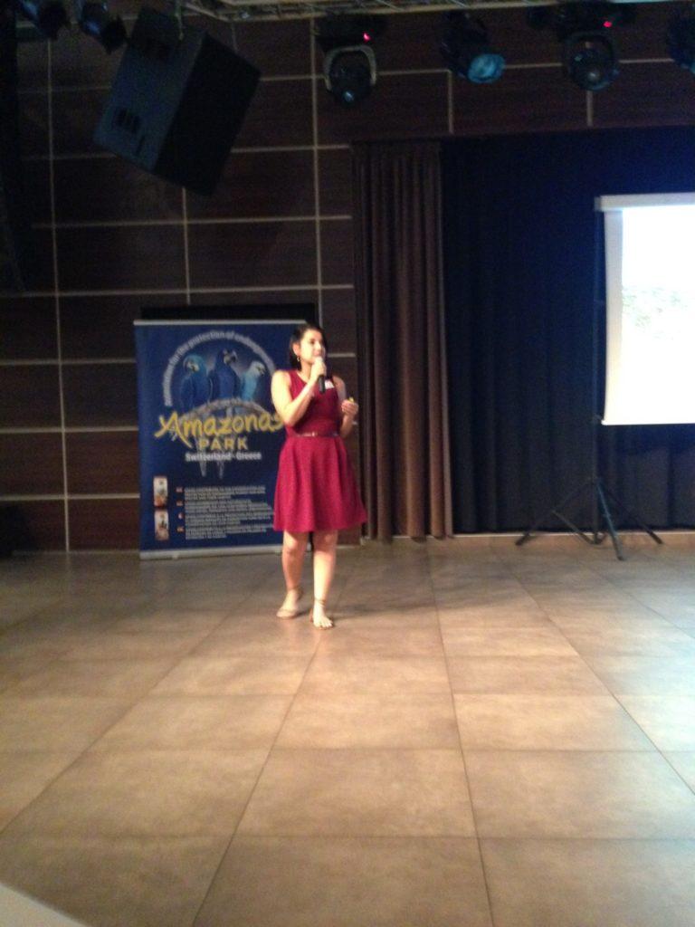 Una giornata alla Convencion di Creta, la dottoressa in apertura illustra il progetto, con ogni dovizia di particolari circa l'impegno di Espaço Silvestre.